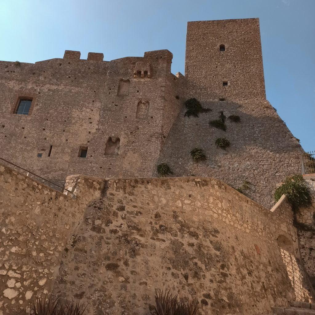 Borghi da vedere nel Lazio: castello Medioevale di Itri.