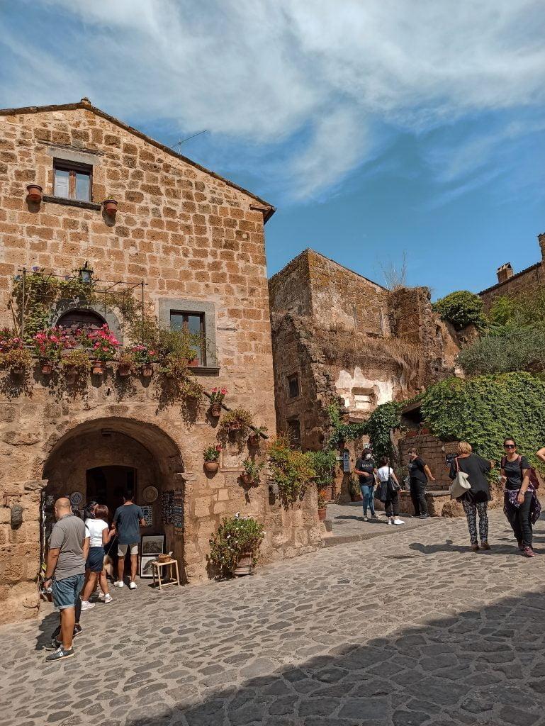 Borghi da visitare nel Lazio: piazza di Civita di Bagnoregio